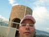 Turcja. W tle wieża na wzgórzu niedaleko Bitez
